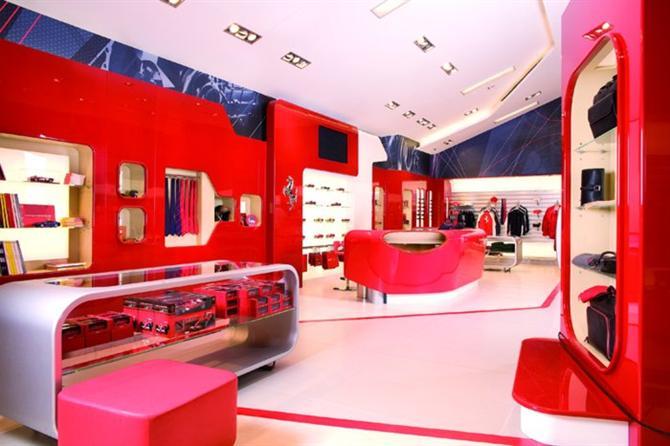 Thiết kế nội thất showroom cửa hàng Ferrari Store lạ nhưng đẹp